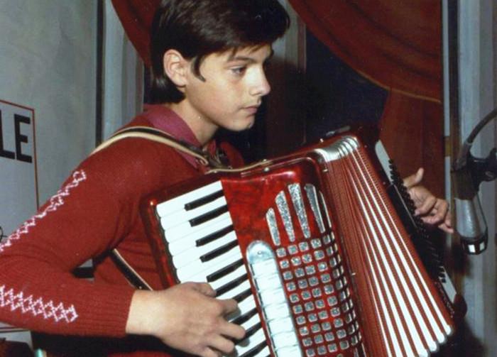 少年时代(11岁)的Moreno弹奏手风琴