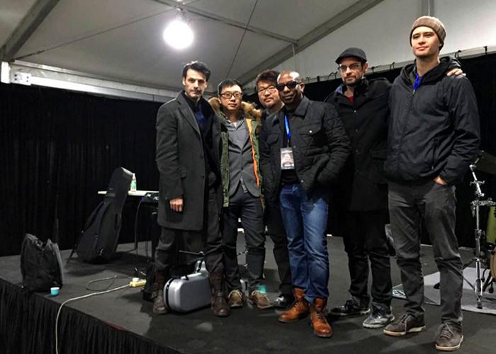 乐队与著名鼓手Billy Kilson同台演出