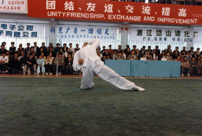 """在舟山世界武术大赛上表演""""醉拳"""""""